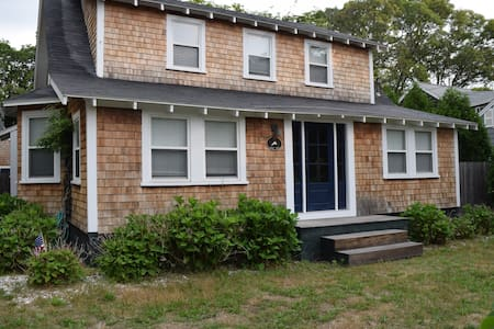 Charming Vineyard Home Walk to Town - Vineyard Haven