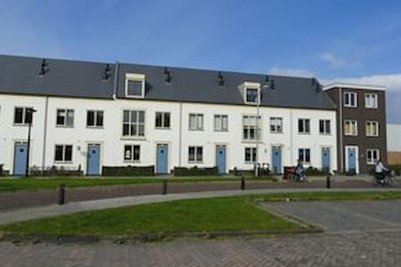 Family appartment in the middle of Dronten - Apartemen