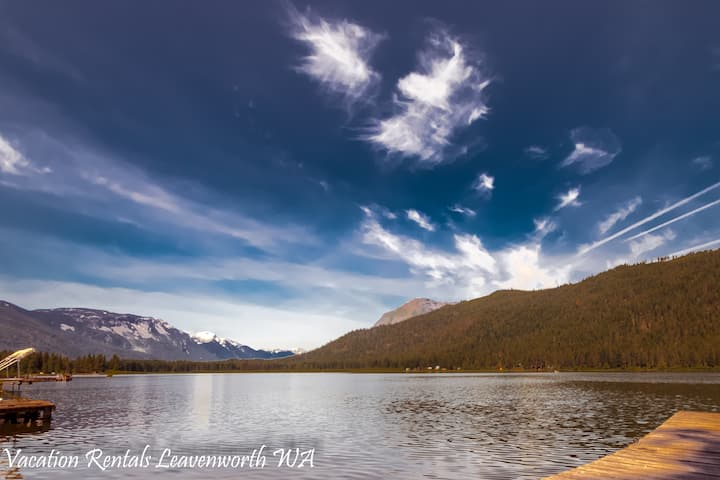 ON FISH LAKE! Rustic fishing chalet, WiFi, Private Dock, Fido OK- Otter Chalet on Fish Lake-4 Bedroom, 2.5 Bathroom