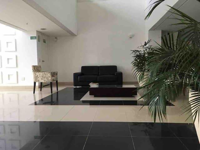 Apartamento completo e ótima localização.