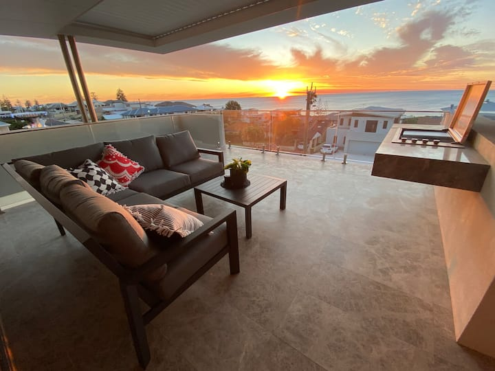 Ultimate Luxury 3 Level Beach Mansion. Lift access