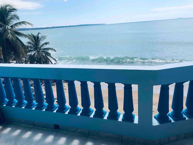 Rompeolas Beach House (beachfront apartment)