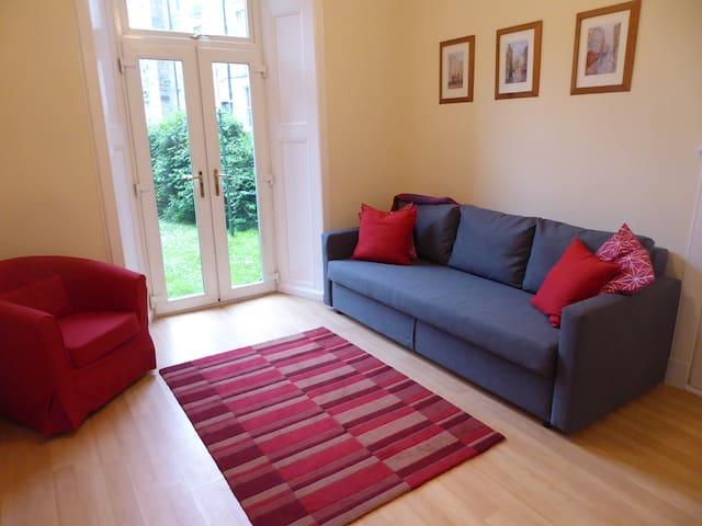 Delightful ground floor Newington flat