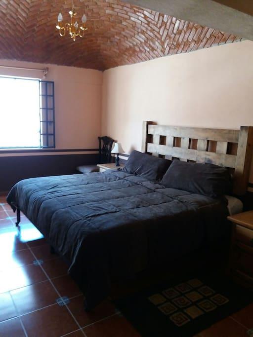 Habitación Jr suites con cama king Size para 2 personas