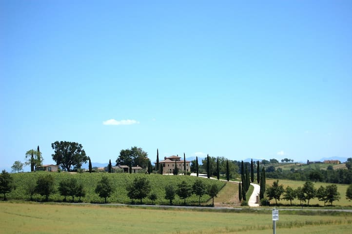 Large villa with private pool. 9 bedrooms/25 sleep - Farnetta - House