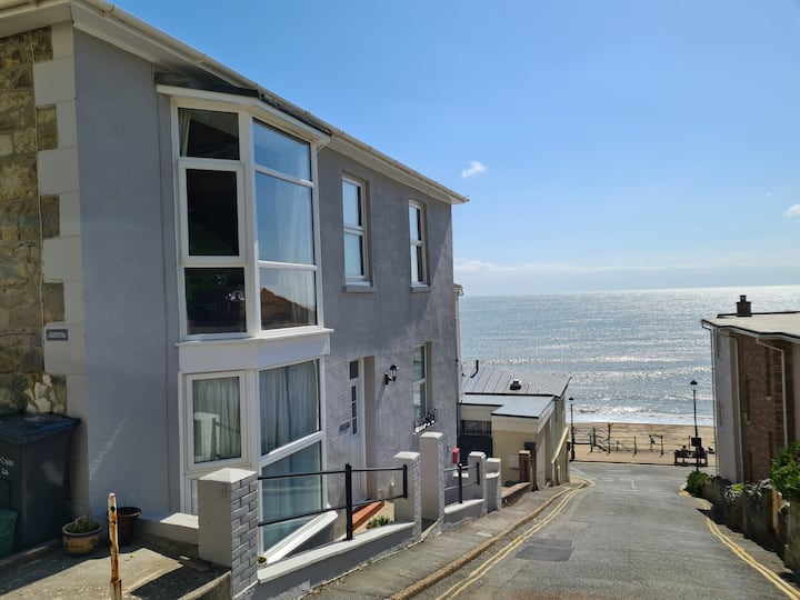 Beautiful Seaside Apartment With Parking