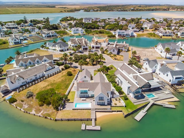 19 Marina Island waterfront villa with heated pool