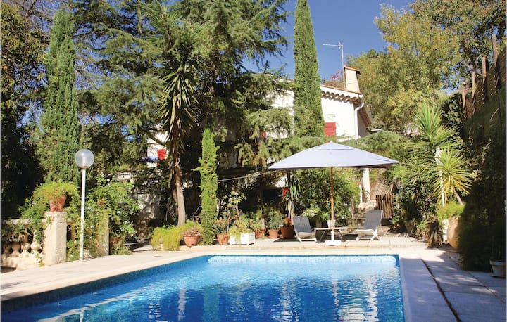 Beautiful home in Hyeres les Palmiers with WiFi and 1 Bedrooms