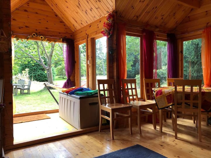 The Colourful Cabin -Glamping in Kent