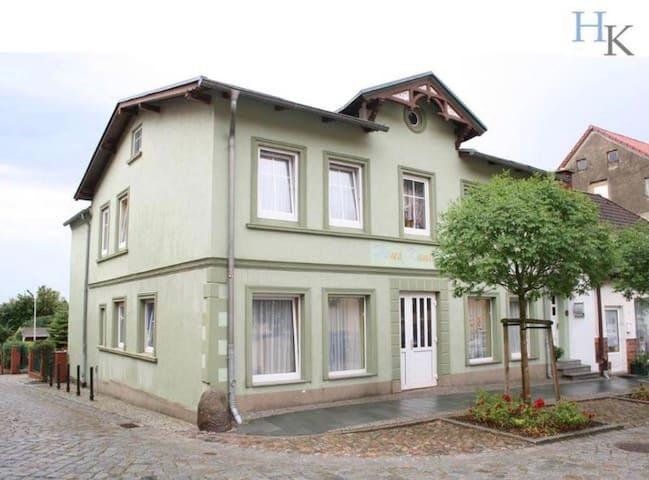 Ferienwohnung 1 Haus Kunterbunt - Sagard - Apartament