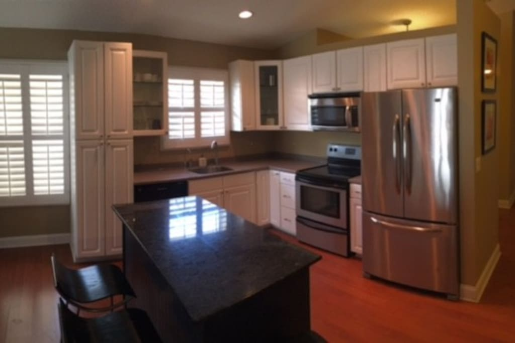 New open modern kitchen & well equipped.