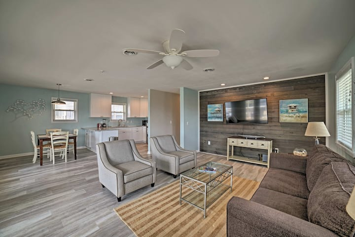Chic Apt w/ Deck-Steps from Carolina Beach Shore!