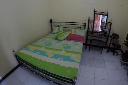 1BD+fan, FREE WIFI, 5min to airport - Sidoarjo