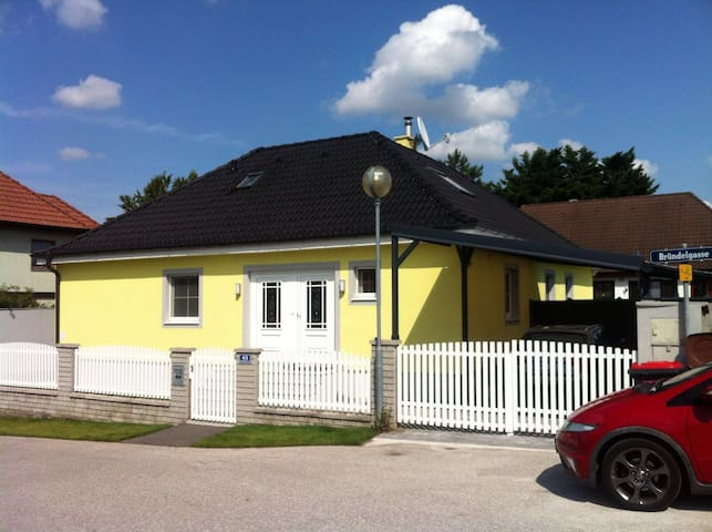 Beautiful rooms close to Vienna-Big house+Services - Traiskirchen - Ev