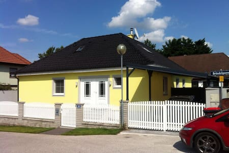 Beautiful rooms close to Vienna-Big house+Services - Traiskirchen - Haus