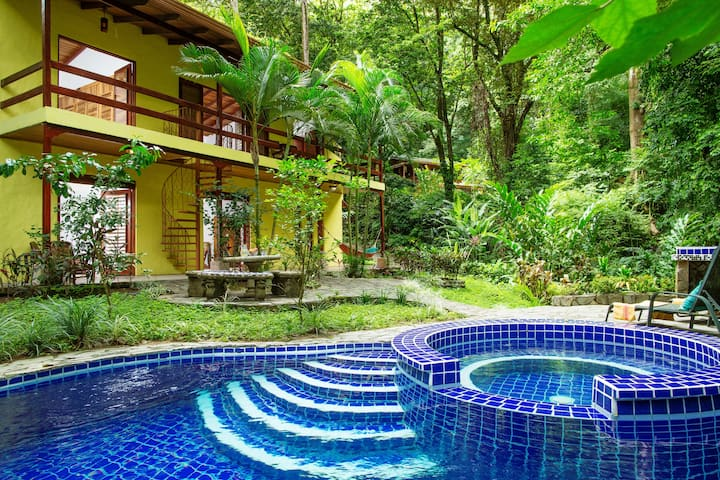 Toucan Villa Family home w/ private pool&garden