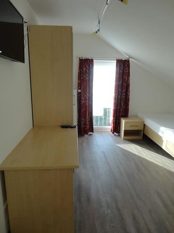 Gasthof-Metzgerei-Partyservice Reif (Ursensollen), DZ Nummer 7 mit zwei Einzelbetten