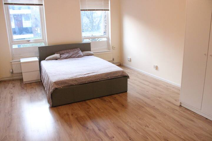 Cozy room in Canary Wharf area
