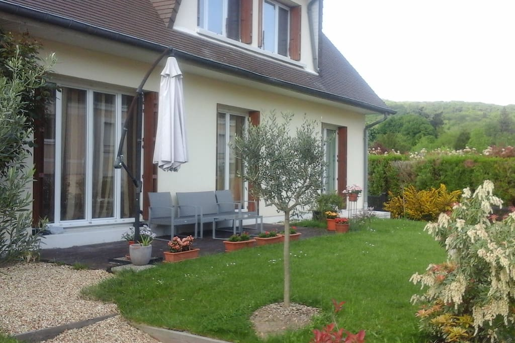 Chambre tranquille au centre ville houses for rent in for Chambre yvette