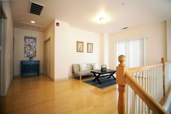这是二楼客人独享的客厅!