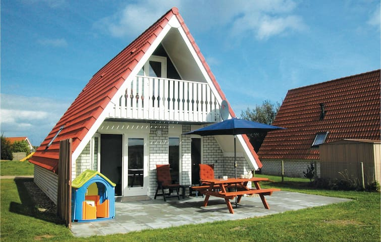 Holiday cottage with 2 bedrooms on 85m² in Den Oever