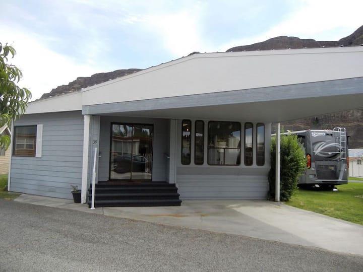 Recently Remodeled Crescent Bar Home!