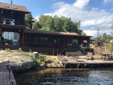 Waterfront Couple's Cottage Retreat