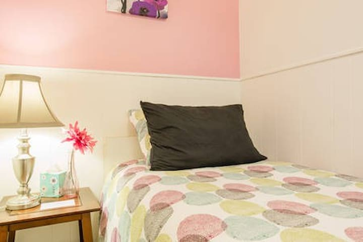 The Pink Room, 10 min drive to downtown