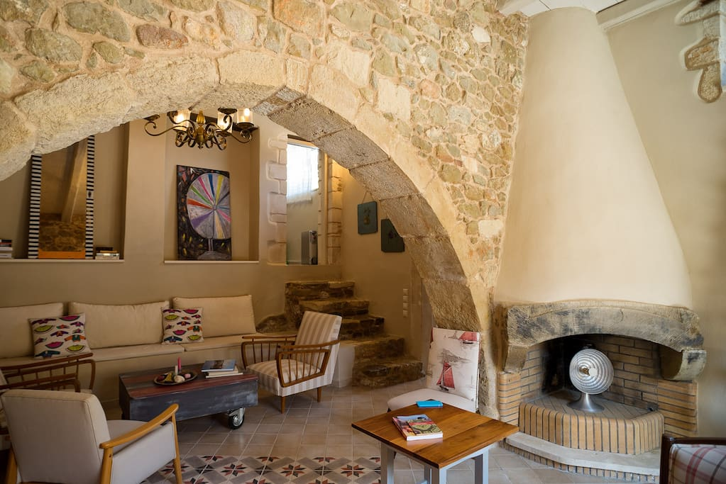 Joy and Dion, are two stone built houses, patiently restored with respect by its owner, who, being an artist born in Sitia, turned them into contemporary and colorful holiday houses which contain all modern amenities