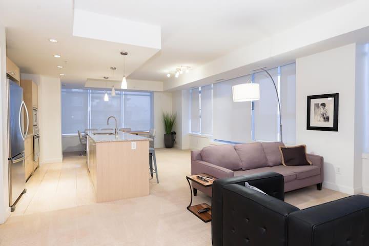 Luxury 3BD Penthouse Condominium - Edmonton - Leilighet