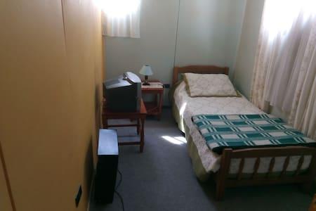Habitación individual baño compartido pieza (10).