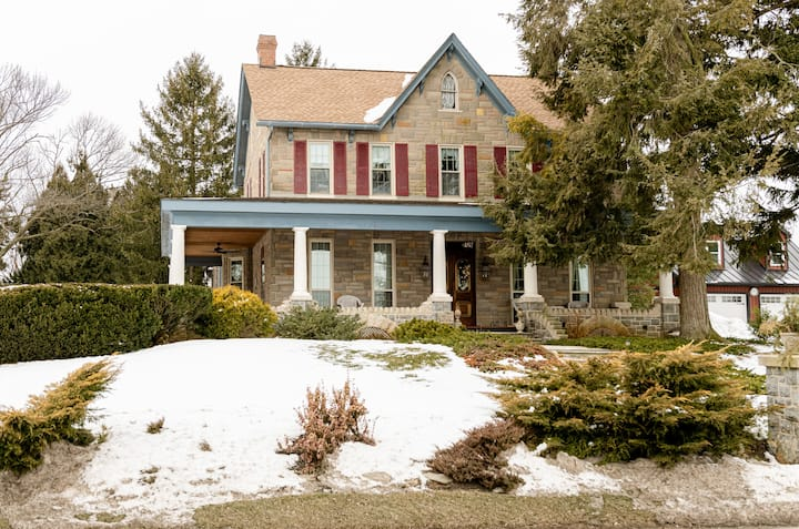 Mount Sidney Home- Beautiful Victorian Guest House