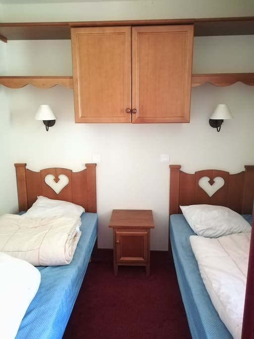 Chambre avec 2 lits simples 80x190