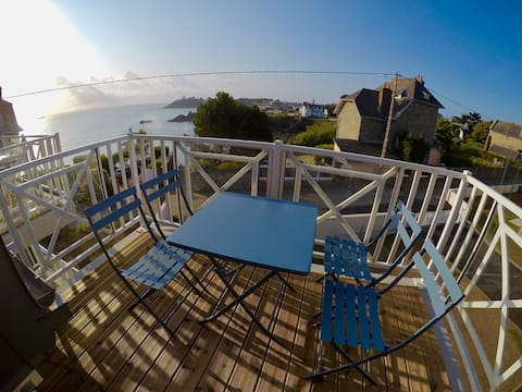 Stunning apartment with sea view in St Quay Portrieux