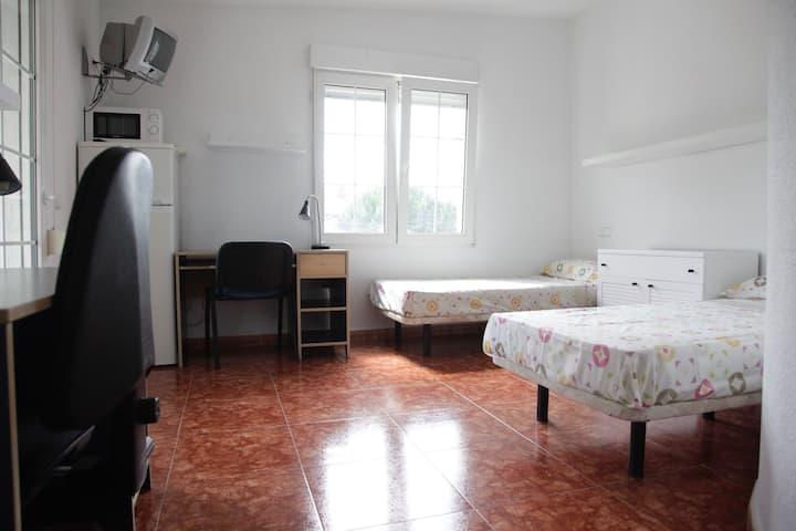 Habitación a 15 km de Madrid con piscina y jardín