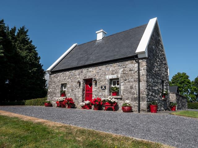 Murrays Traditional Irish Stone Cottage, near lake