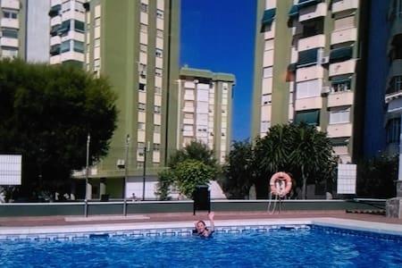 Gran piso con piscina 4 dormitorios y 2 baños