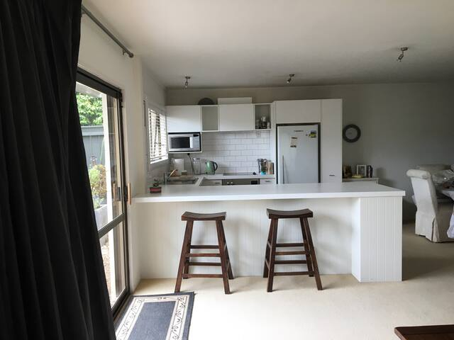 Kohi beach stay whole 2 bedroom unit - Auckland - Apartment