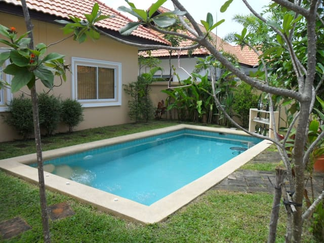 Ferienhaus mit eigenem Pool - Pattaya - Huis