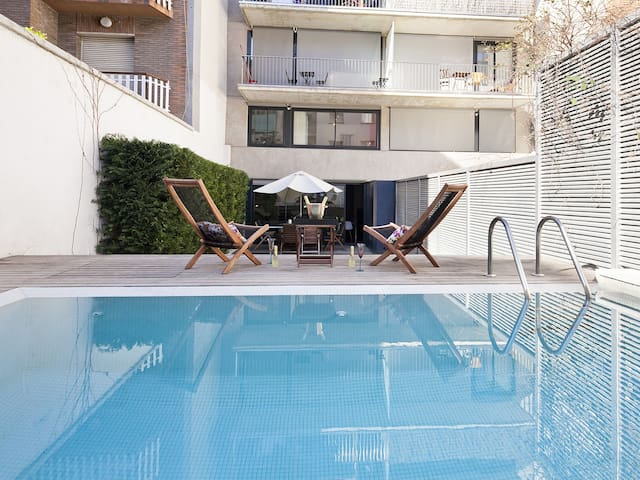 Modern Duplex with Private Garden and Pool for 10