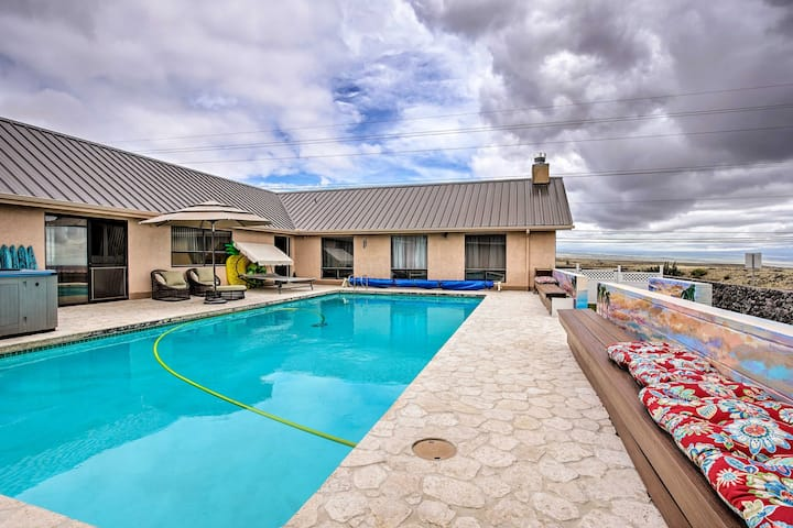 '3 Peaks Oasis': Apartment with Heated Pool, Hot Tub & Gym!