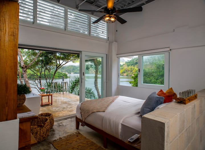 LUXURY Lakefront Villa - Lago Dos Bocas