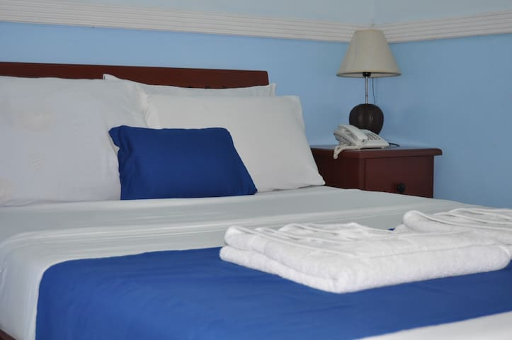 Economy Rooms w/ WiFi & Hot Shower - Tagbilaran