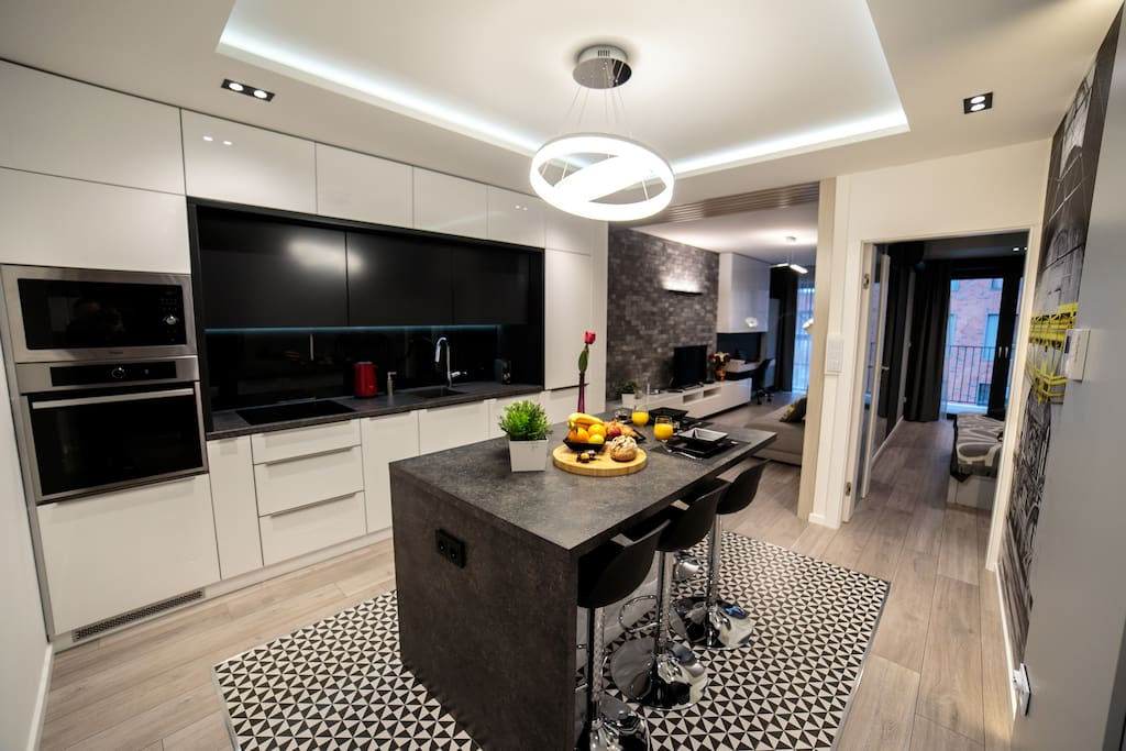 Kitchen fully equipped, with big Island for 4 people