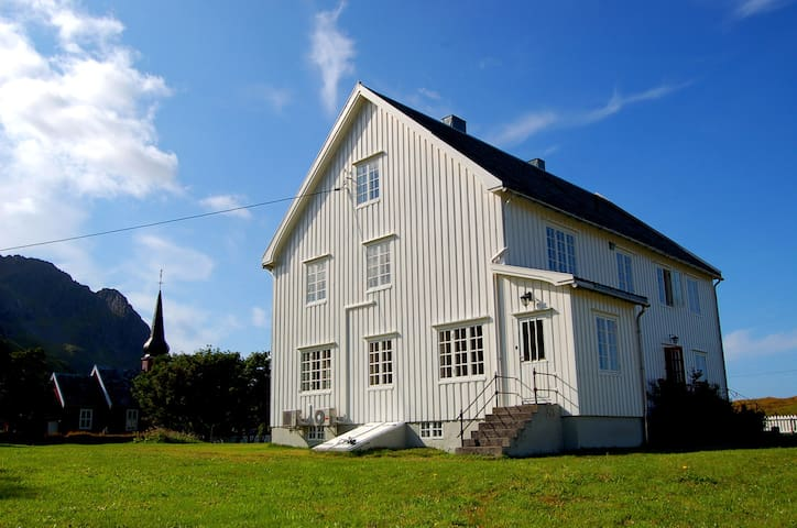 Magical house in close to the sea - Flakstad