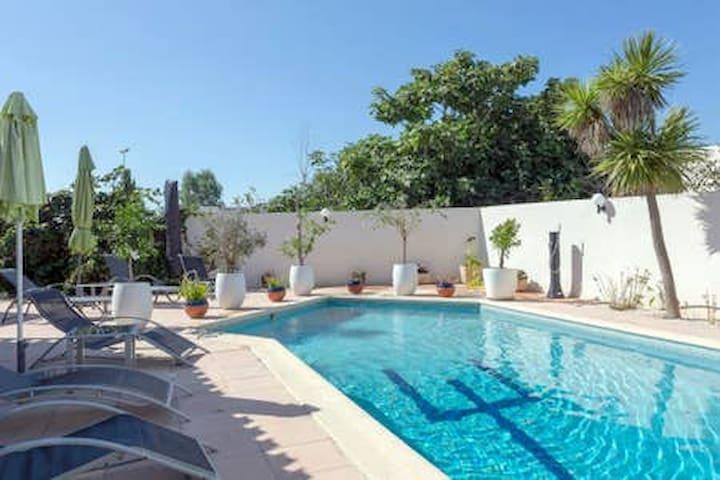 Chambre d'hôtes, piscine, garage, plage à 100m