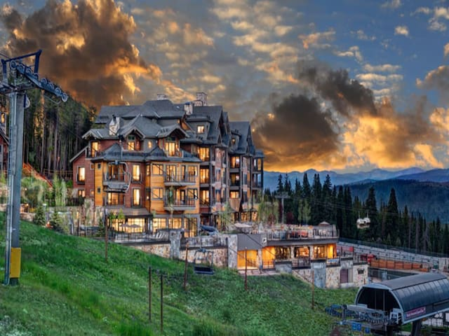Grand Co Peak 8 ski in/out Rent/lessons at resort