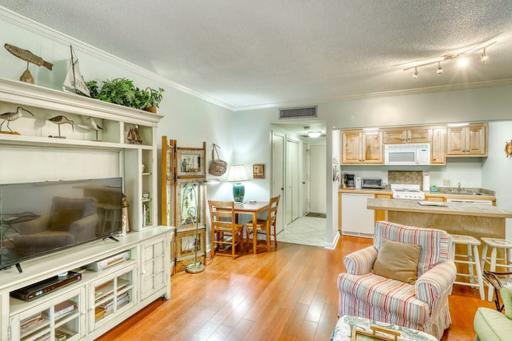 Lovely condo with free WiFi & shared tennis courts - close to golf & beaches!