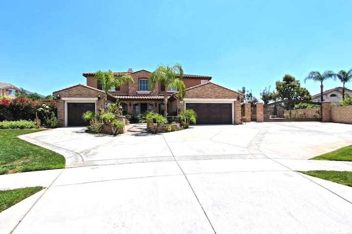 Beautifully Upgraded Home - Rancho Cucamonga - Casa