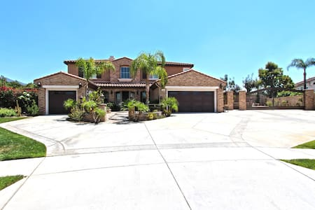 Beautifully Upgraded Home with Huge Yard - Rancho Cucamonga